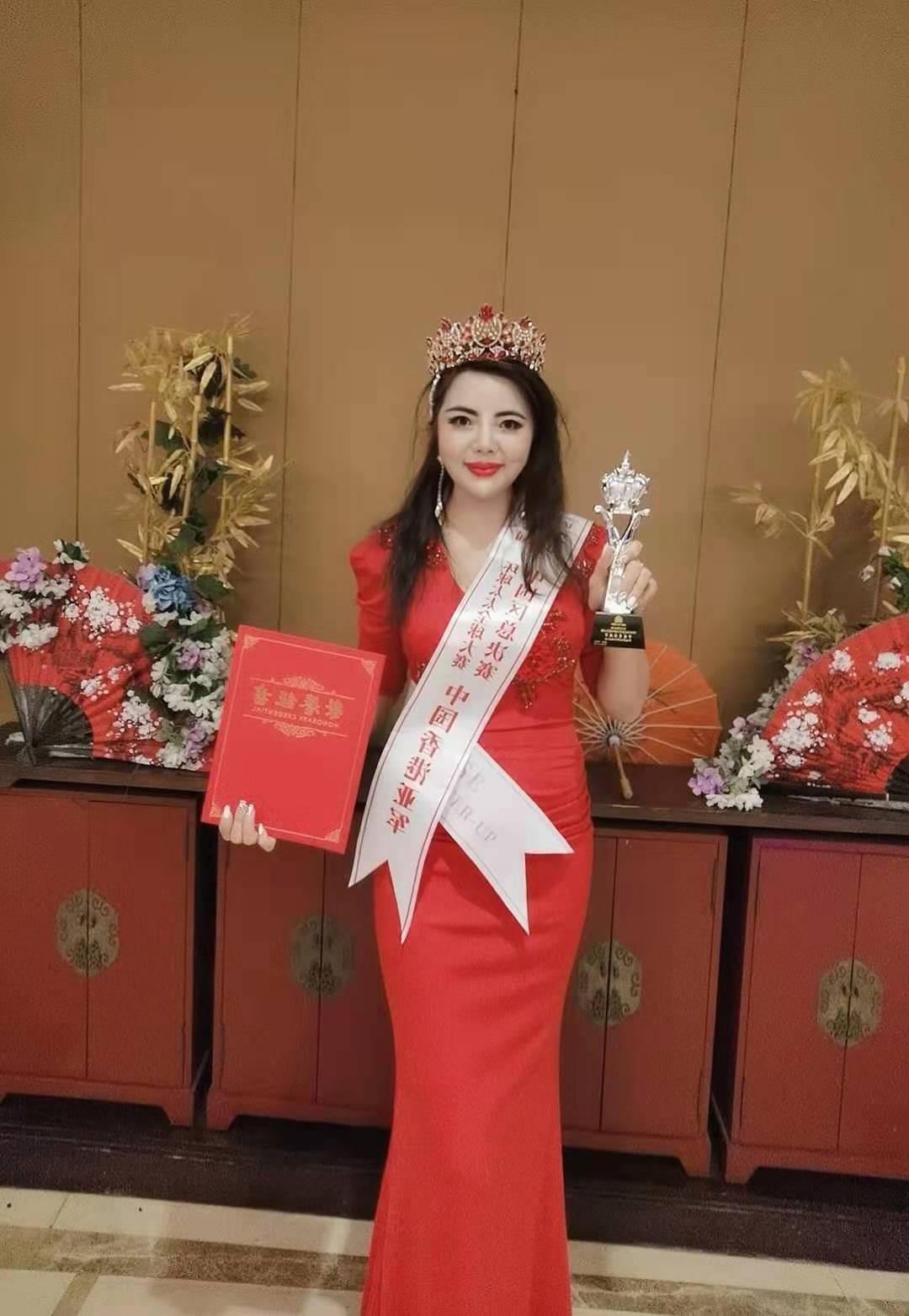 张荻珠一举荣获2020年43届环球太太大赛香港亚军星光璀璨